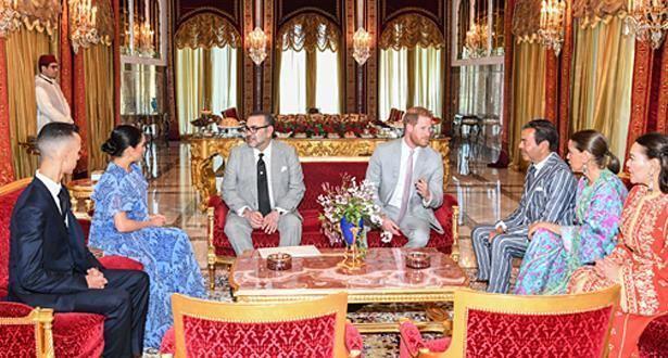 الملك يقيم حفل شاي على شرف الأمير هاري وعقيلته (فيديو)