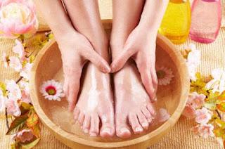 每天泡腳的好處,睡前泡腳的好處,泡腳精油,泡腳的好處和功效