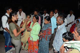 Actress Sri reddy (apthatrust director) Distrubuted Blankets for Orphans at Sai Baba Temple  0042.JPG