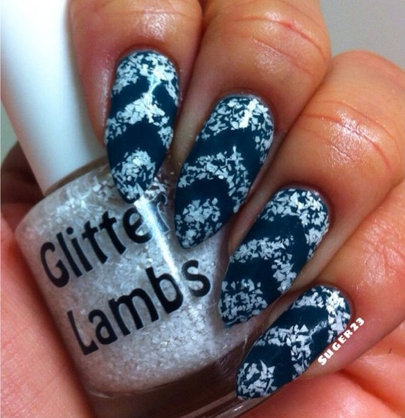 Christmas custom handmade indie lacquer. Christmas nails. White glitter on nails.
