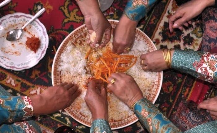 Tradisi Unik Makan Bajamba Orang Minang