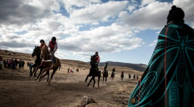Horseracing in the mountain kingdom of Lesotho is highly competitive, involves lots of gambling and is a major social occasion. By John Wessels (AFP). Semonkong (Lesotho) (AFP) - Across the rough grasslands of Lesotho, jockeys wearing wool balaclavas and scruffy old helmets urge their horses towards the finishing post as hundreds of spectators cheer from a nearby hillside.