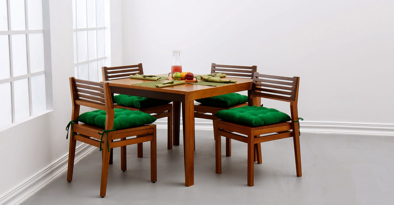 Renting dining furniture from Furlenco