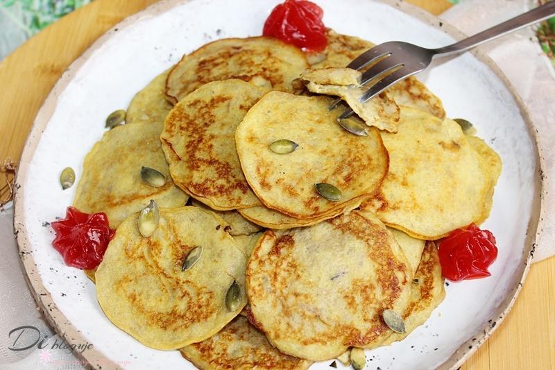 Bananowe placuszki z 2 składników (paleo, bez mąki i cukru)