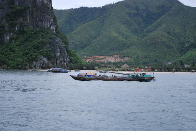 Bai Tu Long Bay, Halong, Quang Ninh