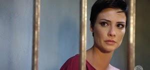 Topíssima: Grávida, Sophia apanha na prisão após ser condenada pela morte de Lara