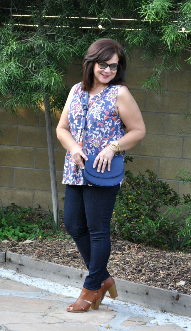 sleeveless top and skinny jeans