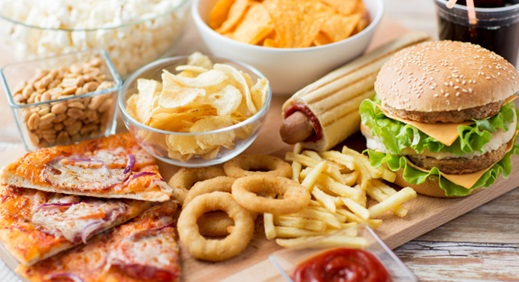 Detener el acné evitando estos alimentos