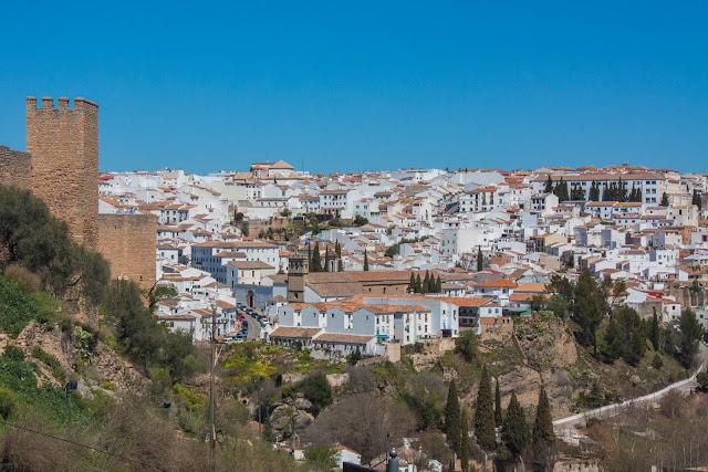 Ronda, na Andaluzia, região sul da Espanha vista de fora de suas muralhas.