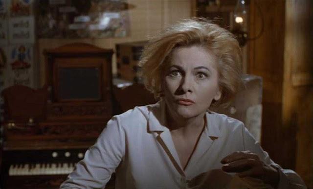 Joan Fontaine en Las Brujas 1966