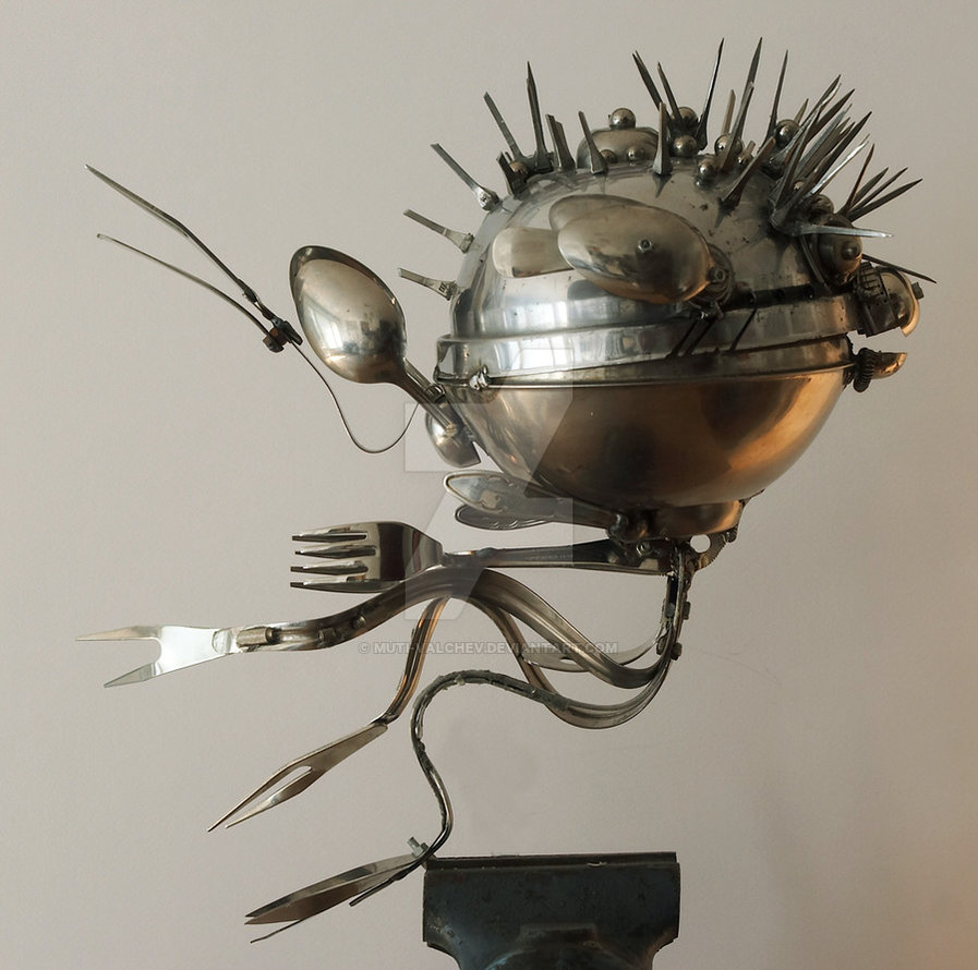 01-Alien-Dimitar-Valchev-Recycled-Animal-and-Insect-Sculptures-www-designstack-co
