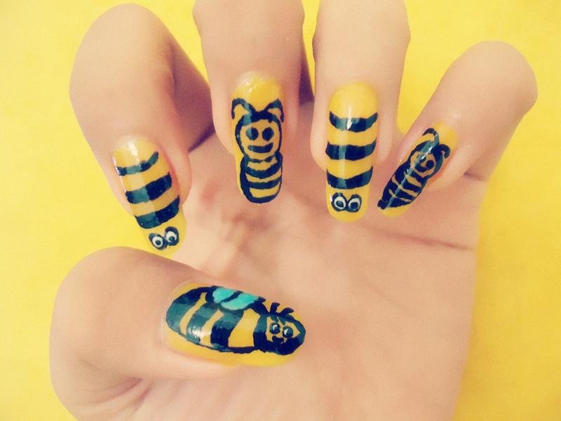 CC's NAILS : Honey Bee Nail Art