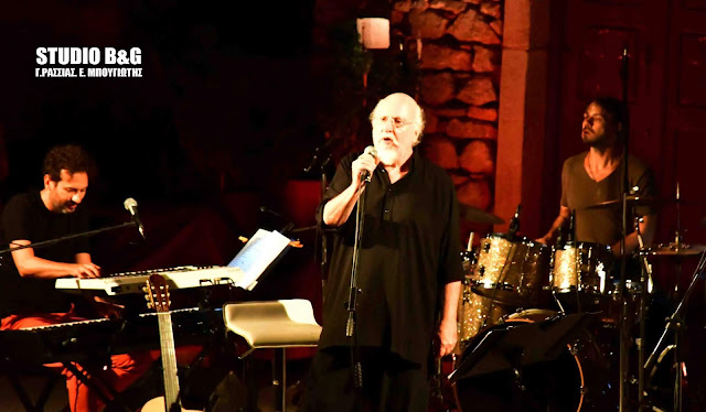 Μαγική η συναυλία του Διονύση Σαββόπουλου με πανσέληνο στο Παλαμήδι (βίντεο)