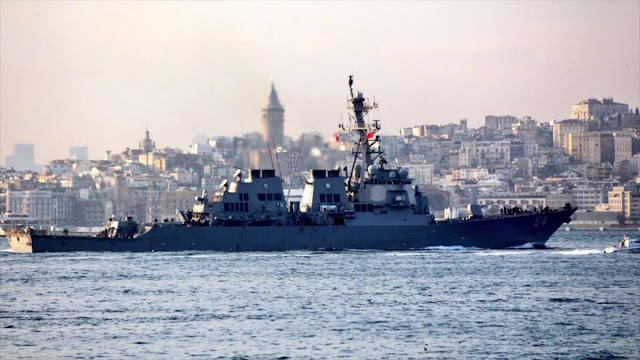El destructor USS Carney penetra en el mar Negro