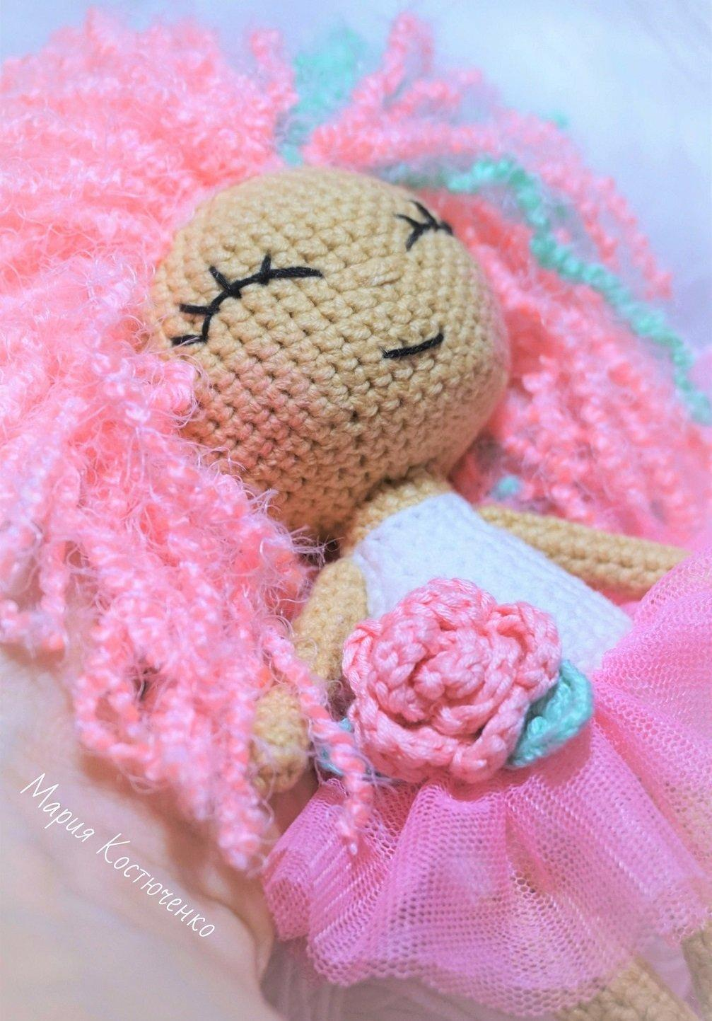 How to Add Hair to Crochet Dolls - All About Ami | 1443x1007