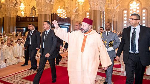 الجهوية24 -  أمير المؤمنين يؤدي صلاة الجمعة بمسجد الحسن الثاني