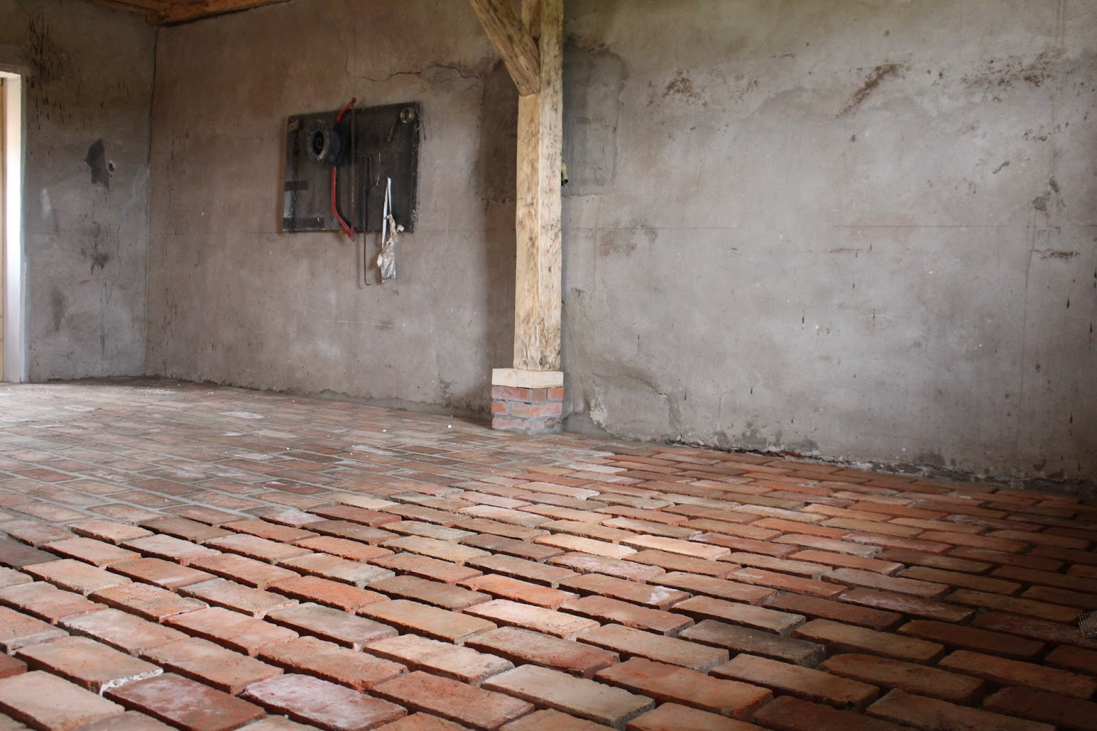 Aktualne Siedlisko na wzgórzu: Podłoga ze starych cegieł KI13