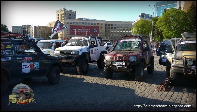Внедорожники на площади Свободы