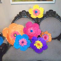 Venta  de flores gigantes de papel para backdrop de bodas y 15 en Guatemala elaboradas por pedido en la fabrica de Bodas