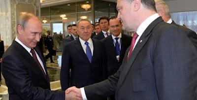 """Порошенко подписал закон о продлении """"особого статуса"""" ОРДЛО"""