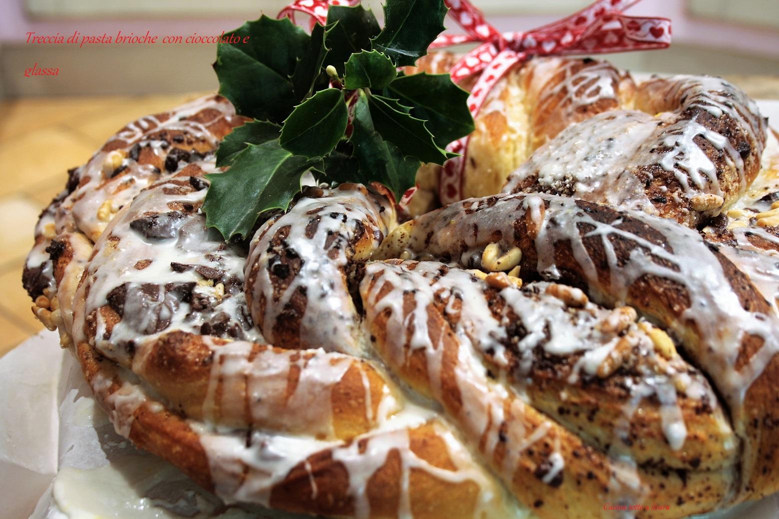Treccia di pan brioche con cioccolato e glassa cucina sotto a livara