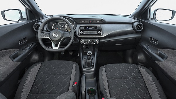 Interior Nissan Kicks Sense