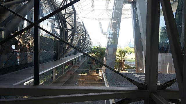 Фото внутри здания аэропорта Суварнабхуми, Бангкок