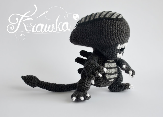 Alien xenomorph crochet pattern by Krawka - best geek pattern ever!, alien franchise, predator, prometheus, facehugger, chestburster, ridley scott inspired