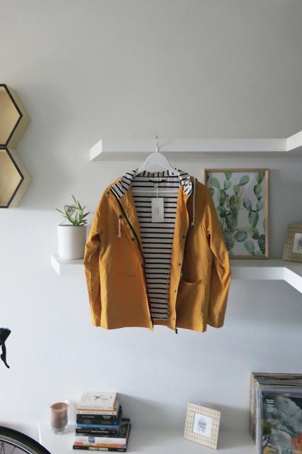 Ku wiośnie - kurtka, spódnica, sweterek, bluza oraz strój kąpielowy.