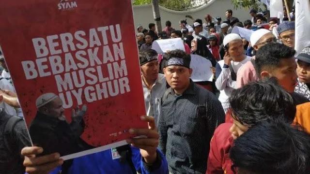 Ribuan Umat Islam Kepung Konjen China di Medan