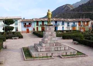Foto a la estatua de Julio C. Tello parte trasera