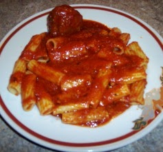 A plate of rigatoni and meatballs