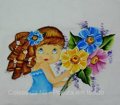 pintura de boneca com flores silvestres para colocar saia de croche