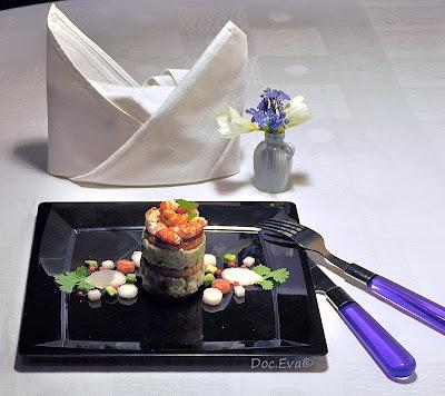 Avocado-Süßkartoffel Türmchen mit Flusskrebsen