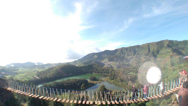 Hasil gambar untuk jembatan merah putih dieng