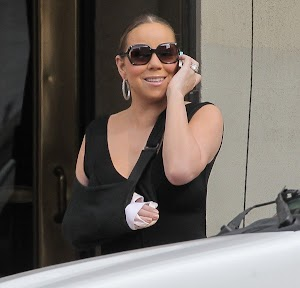 Mariah Carey : even with the arm in a sling again and again, she keeps smiling!