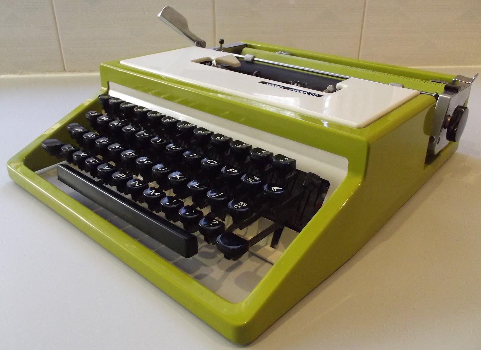 OzTypewriter Montgomery Ward Escort 33 Portable