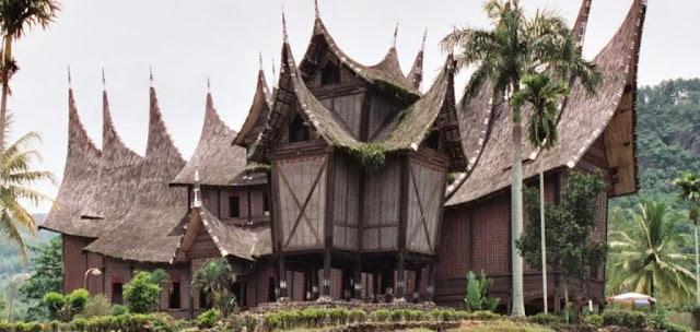 Tatakrama Berbicara di Dalam Rumah Gadang Minangkabau