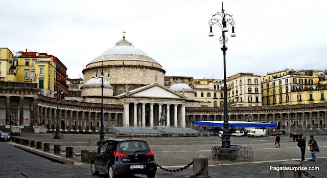 Piazza de Plebiscito (Praça do Plebiscito) e a Basílica de San Francesco de Paola, Nápoles