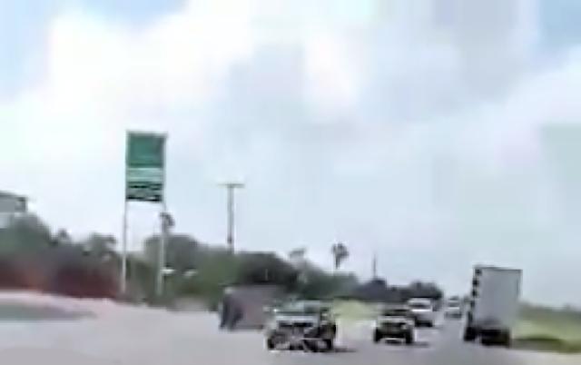 "VIDEO; PODER NARCO: ""CARAVANAS COMO SI FUERAN POLICIAS,TU NOMAS DEJALOS PASAR"""