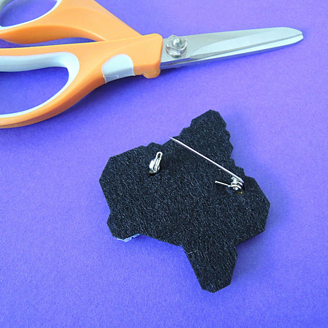 Back of star trek insignia badge showing how to cut the felt