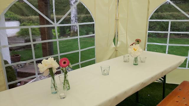 Geburtstagsparty im Garten mit Party-Zelt