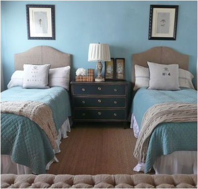 How To Arrange A Small Bedroom With  Twin Beds