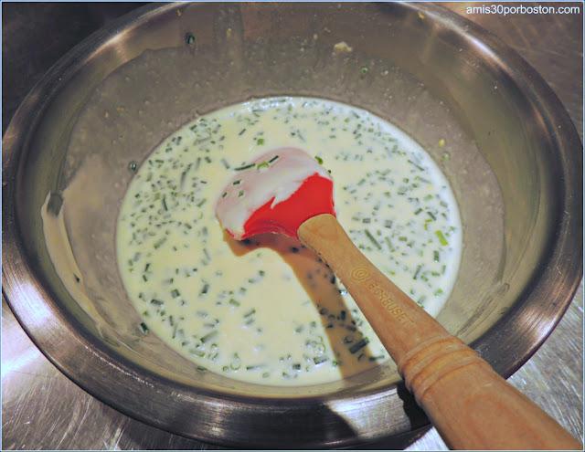 Elaboración de la Crema Crème Fraîche con Cebollino en la Clase de Sur la Table