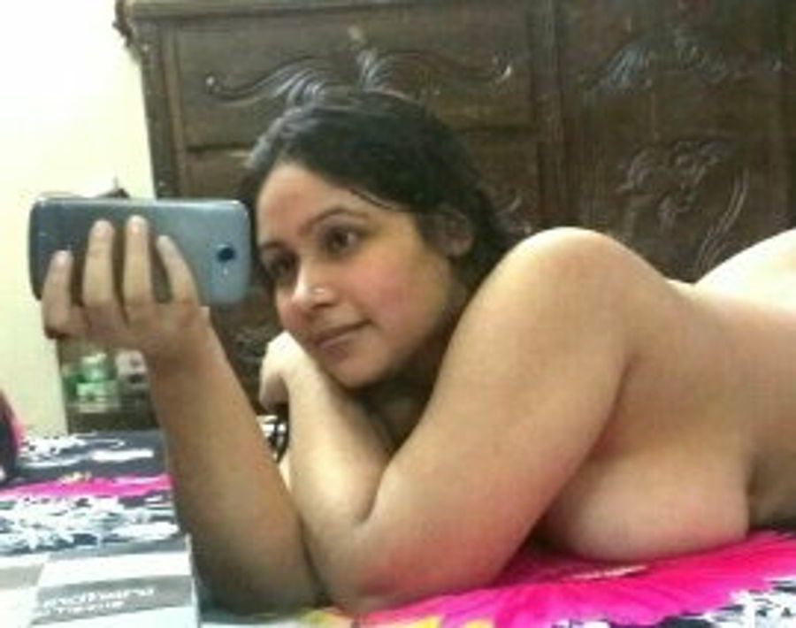 Indian wife showing her big boobs and tits photos