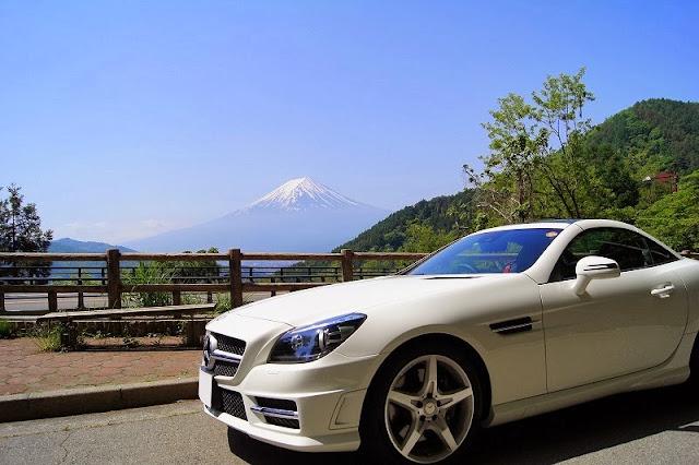 御坂みちから眺める富士とSLK200MT