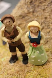Marzipan-Brautpaar Dirndl und Lederhose, Trachtenhochzeit in den Bergen von Bayern, Riessersee Hotel Garmisch-Partenkirchen, Wedding in Bavaria