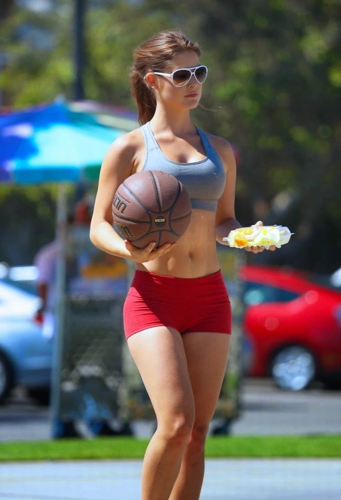 Amanda Cerny - plays basketball in Beverly Hills