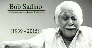 Biografi Bob Sadino - Pengusaha Sukses Dari Indonesia  Bob Sadino (Lampung , 9 Maret 1933), atau akrab dipanggil om Bob, adalah seorang pengusaha asal Indonesia yang berbisnis di bidang pangan dan peternakan. Ia adalah pemilik dari jaringan usaha Kemfood  dan Kemchick. Dalam banyak kesempatan, ia sering terlihat menggunakan kemeja lengan pendek dan celana pendek yang menjadi ciri khasnya. Bob Sadino lahir dari sebuah keluarga yang hidup berkecukupan. Ia adalah anak bungsu dari lima bersaudara. Sewaktu orang tuanya meninggal, Bob yang ketika itu berumur 19 tahun mewarisi seluruh harta kekayaan keluarganya karena saudara kandungnya yang lain sudah dianggap hidup mapan.   Bob kemudian menghabiskan sebagian hartanya untuk berkeliling dunia. Dalam perjalanannya itu, ia singgah di Belanda dan menetap selama kurang lebih 9 tahun. Di sana, ia bekerja di Djakarta Lylod di kota Amsterdam dan juga di Hamburg,Jerman. Ketika tinggal di Belanda itu, Bob bertemu dengan pasangan hidupnya, Soelami Soejoed. Pada tahun 1967, Bob dan keluarga kembali ke Indonesia. Ia membawa serta 2 Mercedes miliknya, buatan tahun 1960-an. Salah satunya ia jual untuk membeli sebidang tanah di Kemang, Jakarta Selatan , sementara yang lain tetap ia simpan. Setelah beberapa lama tinggal dan hidup di Indonesia