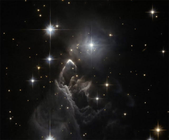 10 - IRAS 05437+2502 - NASA - ESA - Hubble - R